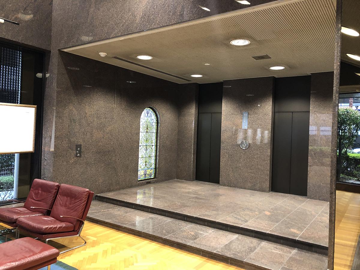 キング大阪ビル1階エレベーターホール