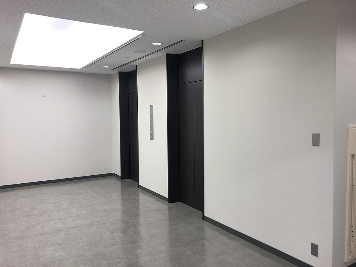 キング大阪ビル基準階エレベーターホール