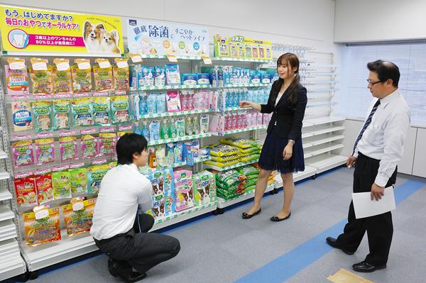 オフィス移転プロジェクト事例 / ライオン商事株式会社 / 商品棚
