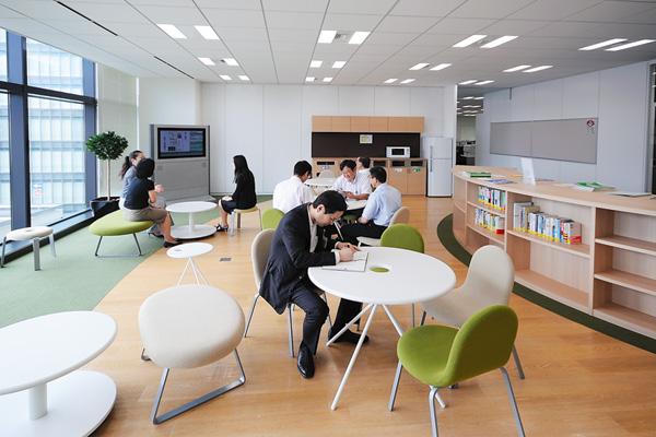 オフィス移転プロジェクト事例 /りそな銀行 / コミュニケーションエリア