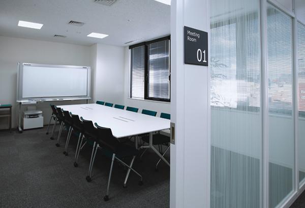 オフィス移転プロジェクト事例 / エア・ウォーター株式会社 / 会議室入口