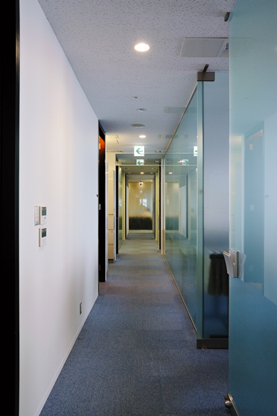 オフィス移転プロジェクト事例 /株式会社住友電装株式会社 / 廊下