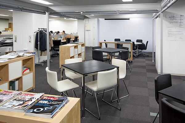 オフィス移転プロジェクト事例 /エナックス株式会社 / 営業部門と技術部門の間のオープンスペース