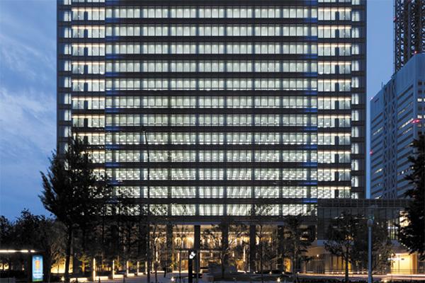 みなとみらいグランドセントラルタワー LED照明と間接照明による外観