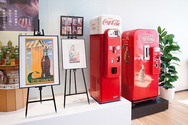 オフィス移転プロジェクト事例 / 東京コカ・コーラボトリング株式会社 旧式の自販機
