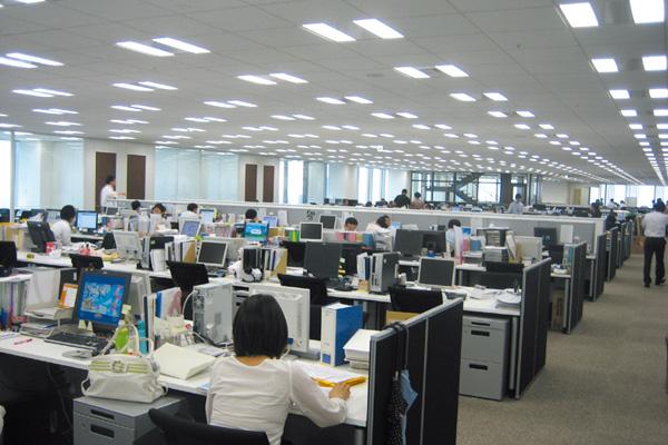 4人分を1ユニットとし、業務・機能に合わせた用途転換が容易なユニバー札プランを採用した執務室。